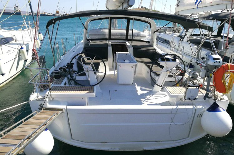 Climb aboard this 46' Beneteau Oceanis  for a great experience!