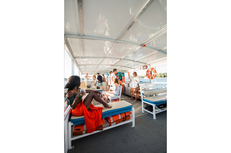 Discover Miami surroundings on this PONTOON Trident boat