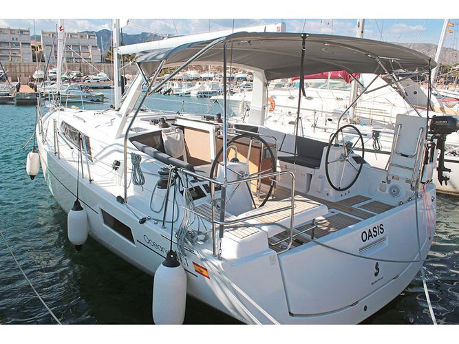 Unique experience on this beautiful Beneteau Oceanis 41.1 (2 Heads)