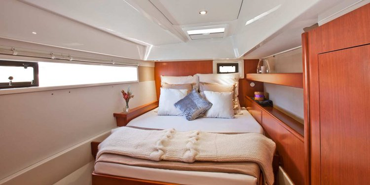 Discover St. Georges surroundings on this 4800 Custom boat