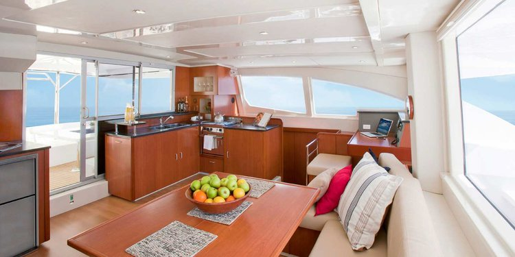 This 48.5' Custom cand take up to 12 passengers around St. Georges
