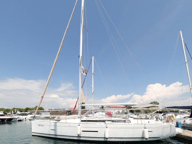 Sail the beautiful waters of Zadar on this cozy Dufour Yachts Dufour 450 GL