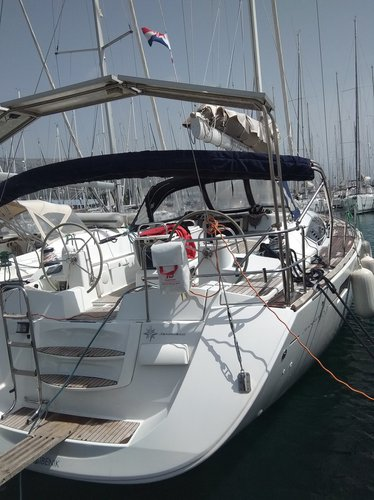 This 52.0' Jeanneau cand take up to 12 passengers around Split region