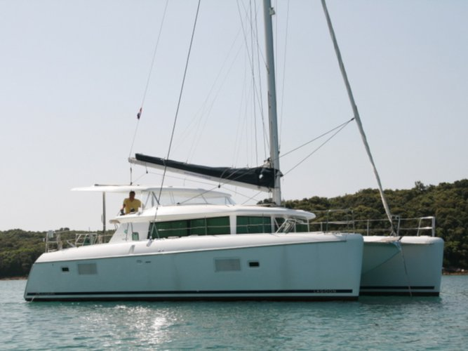 Take this Lagoon Lagoon 420 for a spin!
