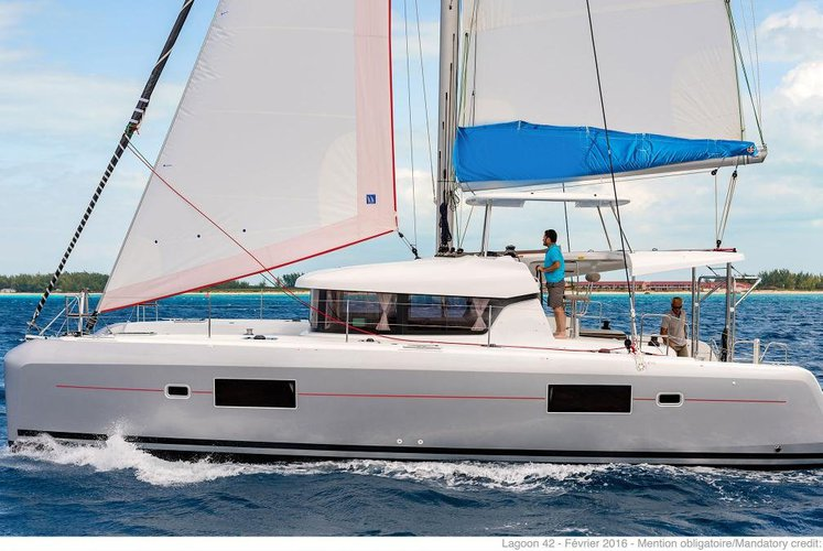 Sail in St Lucia aboard the comfortable Lagoon 424