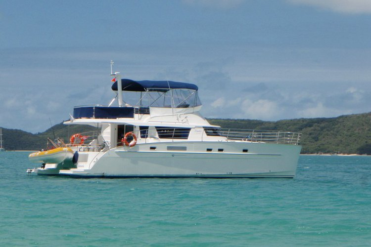 Sail the fascinating Australia on a superb 46 ft motor boat for rent