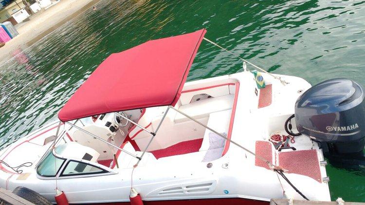 Discover Angra dos Reis surroundings on this 23 Custom boat