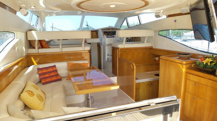 Cruiser boat for rent in Angra dos Reis