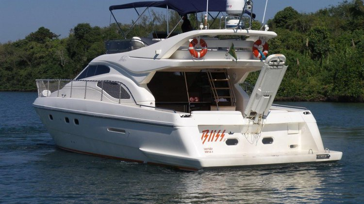 Up to 18 persons can enjoy a ride on this Cruiser boat