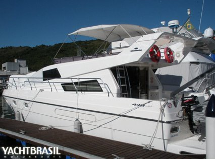 This 44.0' INTERMARINE cand take up to 16 passengers around Angra dos Reis