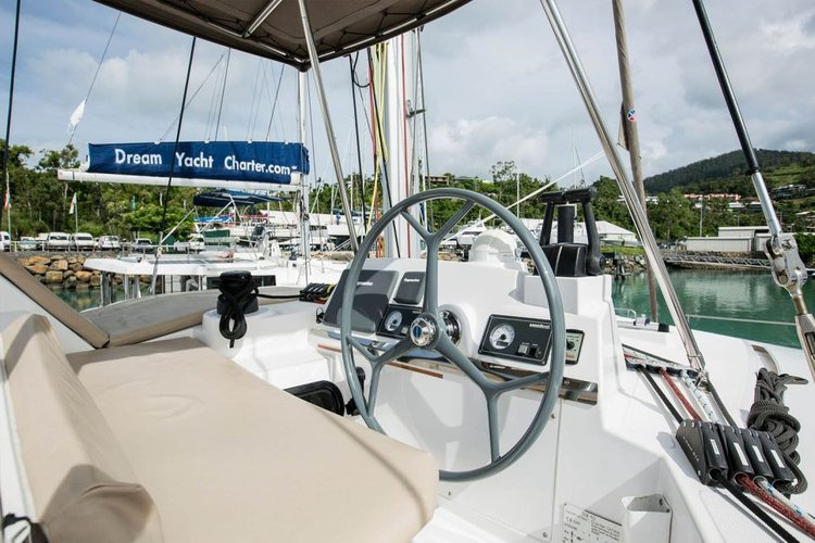 Discover Whitsundays surroundings on this 4.0 Bali boat