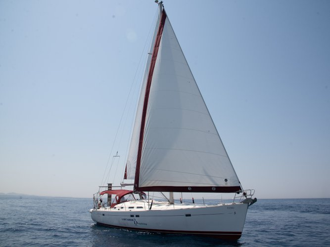 All you need to do is relax and have fun aboard the Beneteau Oceanis 473