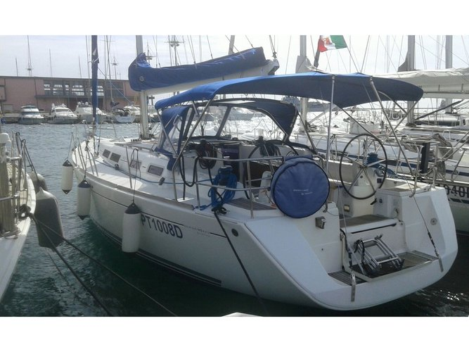 Jump aboard this beautiful Dufour Yachts Dufour 425 GL