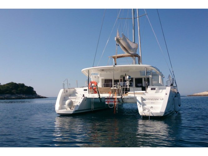 Get on the water and enjoy Šolta in style on our Lagoon Lagoon 450