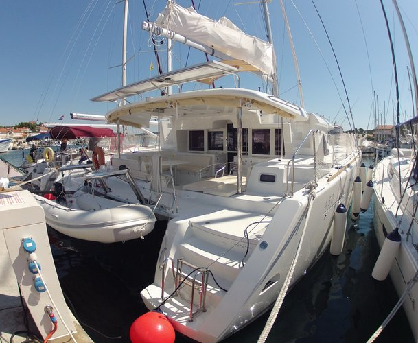 Get on the water and enjoy Dubrovnik in style on our Lagoon Lagoon 450