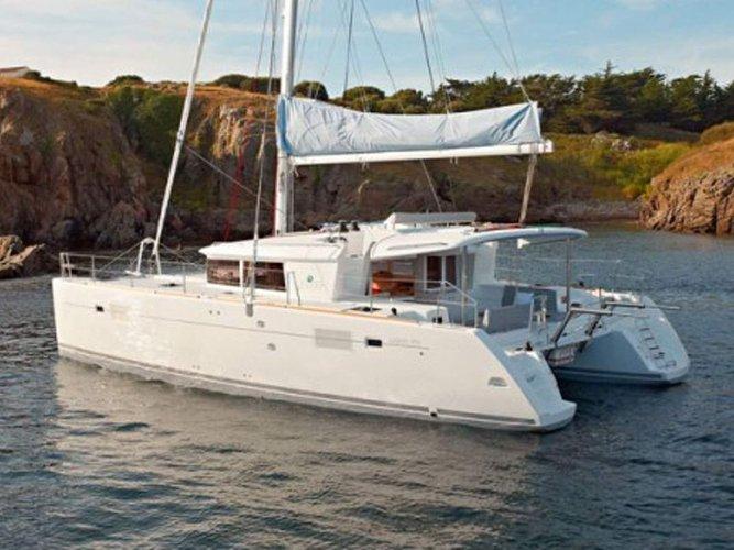 Sail the beautiful waters of Portocolom on this cozy Lagoon Lagoon 450 Flybridge