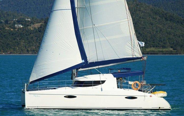 This catamaran charter is perfect to enjoy Whitsundays