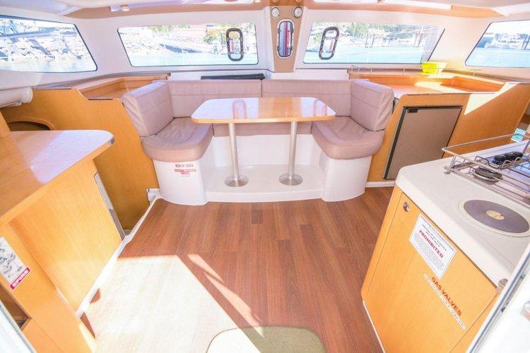 This 36.0' Mahe cand take up to 6 passengers around Whitsundays