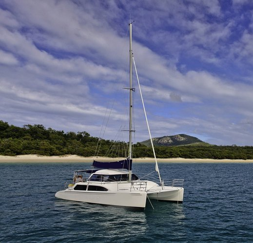 This 35.0' Seawind cand take up to 8 passengers around Whitsundays