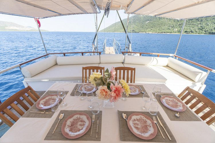 Discover Bodrum surroundings on this gulet bodrum boat