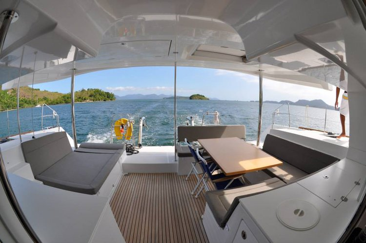 Boating is fun with a Lagoon in Rio de Janeiro
