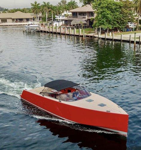 This 40.0' VanDutch cand take up to 10 passengers around North Miami Beach