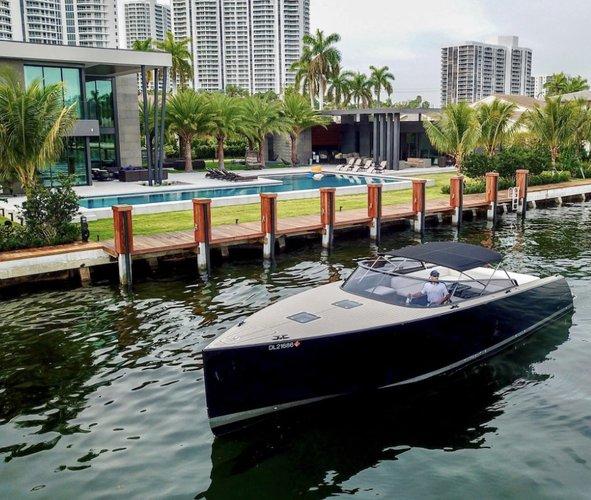 Stunning 40' VanDutch Yacht in Black or Red