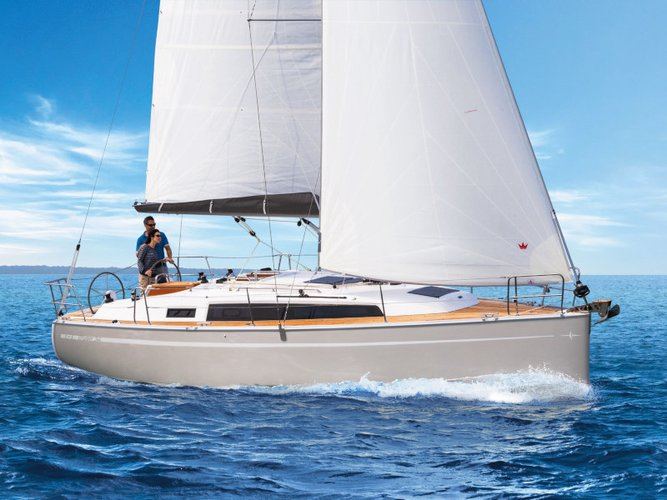 Beautiful Bavaria Yachtbau Bavaria 34 Cruiser ideal for sailing and fun in the sun!