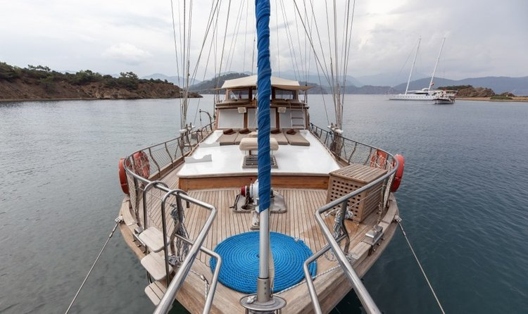 Up to 6 persons can enjoy a ride on this Gulet boat