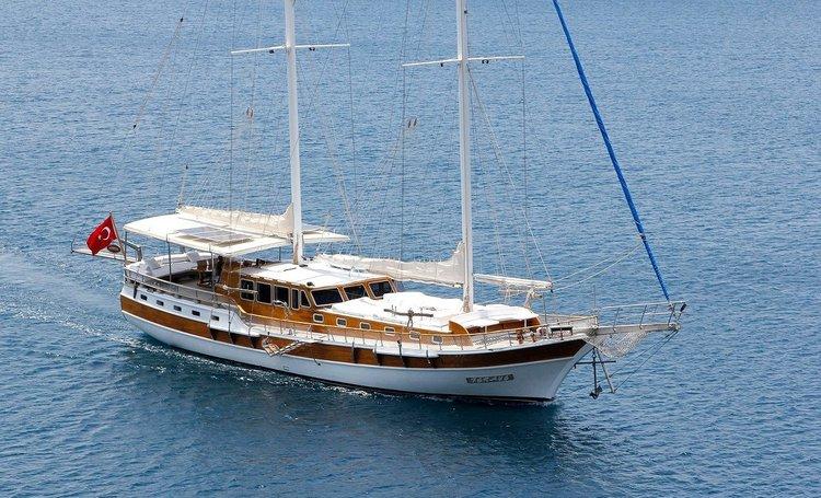 Hop aboard this wonderful sailboat rental in Bodrum!