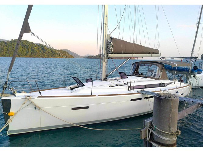 This sailboat charter is perfect to enjoy Koh Samui