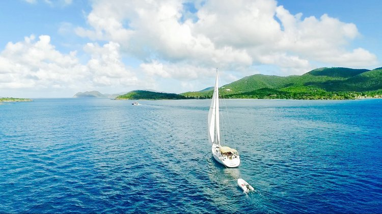 This 54.0' Jeanneau cand take up to 12 passengers around St. Thomas