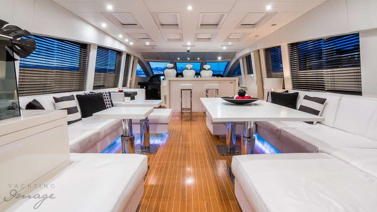 This 101.0' Leopard cand take up to 9 passengers around Palm Beach Shore