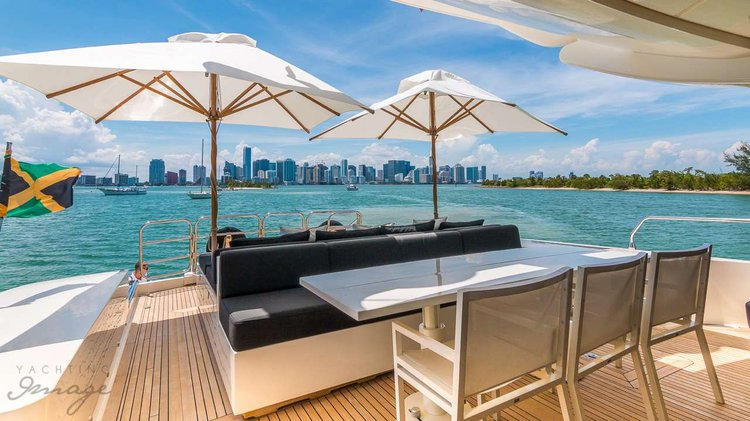 Discover Palm Beach Shore surroundings on this 101 Leopard boat