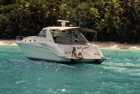 Discover Red Hook surroundings on this 52 Sea Ray boat