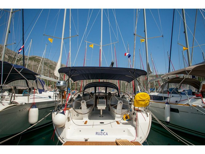 Get on the water and enjoy Trogir in style on our Bavaria Yachtbau Bavaria Cruiser 41