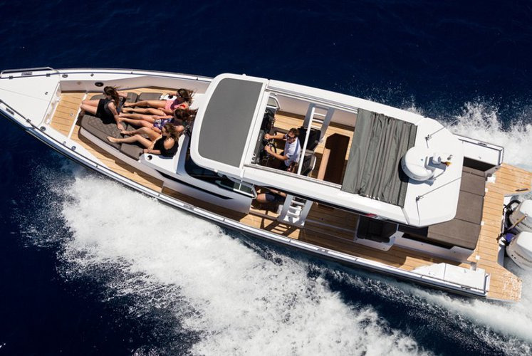 This 37.0' Axopar cand take up to 7 passengers around Chania, Crete