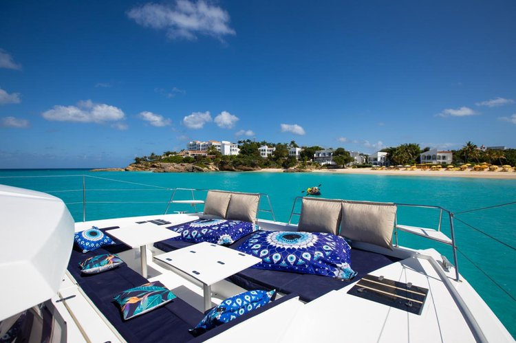 Day cruises to discover the islands of Saint Martin / Sint Maarten and Anguilla, combining Sailing
