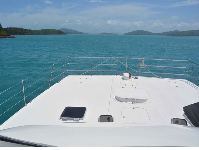 This 44.0' Conquest cand take up to 12 passengers around Whitsundays