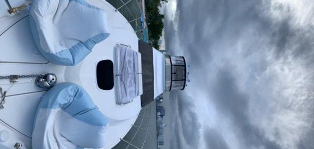 This 47.0' SeaRay cand take up to 6 passengers around Miami