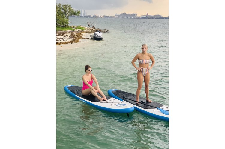 Discover Miami surroundings on this Sedan SeaRay boat
