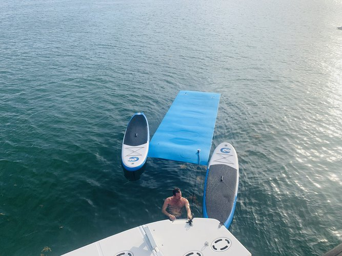 Up to 6 persons can enjoy a ride on this Flybridge boat