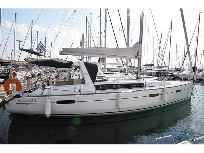 All you need to do is relax and have fun aboard the Beneteau Oceanis 45