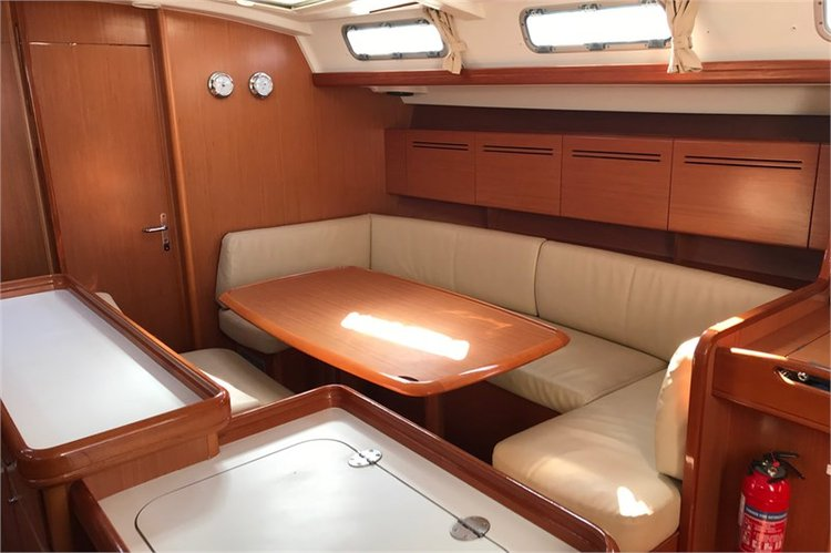 This 50.0' Beneteau cand take up to 10 passengers around Lefkada