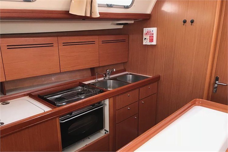 Discover Lefkada surroundings on this 50.5 Beneteau boat