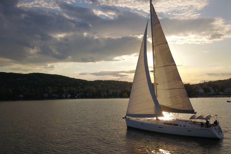 Experience the Hudson River by luxurious sailboat