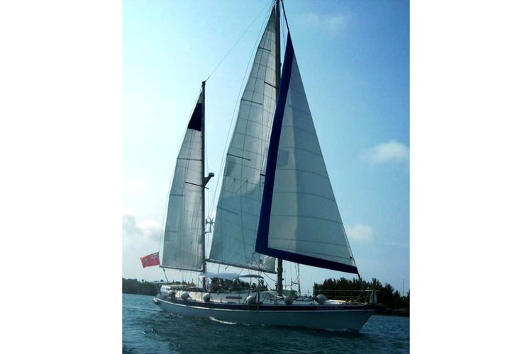 Hop aboard this amazing sail boat rental in Bermuda for amazing experience!