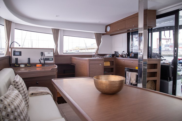 Boat for rent Lagoon 42.0 feet in Marina de Portimao, Portugal