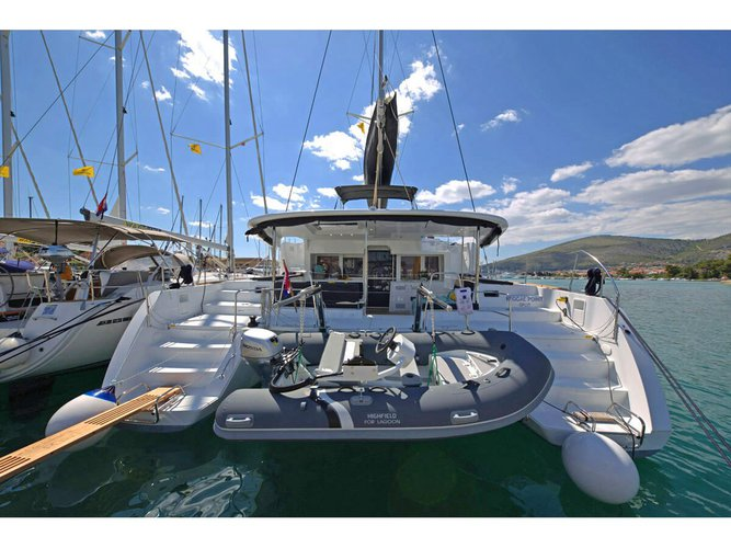All you need to do is relax and have fun aboard the Lagoon Lagoon 450 Fly