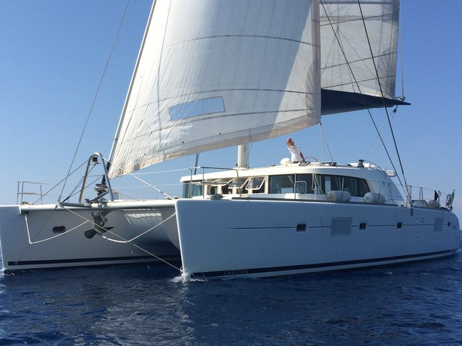 This sailboat charter is perfect to enjoy Siracusa